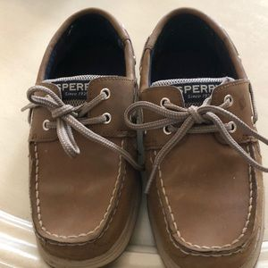 Boys Sperry Boat shoes size 1M. Only worn twice.